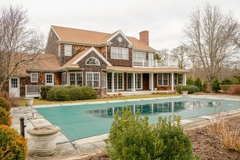 Attrayant 7 BEDROOM TRADITIONAL EAST HAMPTON HOME!
